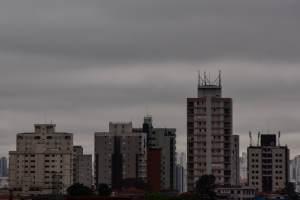 São Paulo tem domingo com chuva e alerta para alagamentos