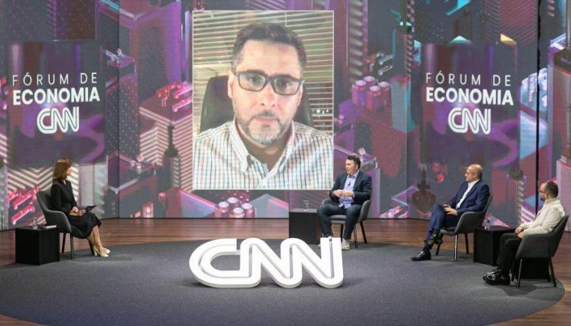 Flávio Augusto, Roberto Fulcherberguer, Cleber Morais e Leonardo Macedo participam do Fórum de Economia CNN