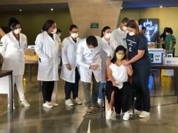 Nesta segunda-feira (23), começa a vacinação de adolescentes com deficiência; serão necessárias em torno de 68 mil doses para imunizar pessoas de 17 anos na cidade