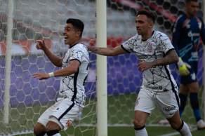 Timão se aproxima do topo da tabela do Campeonato Brasileiro. Fla pode ver o Atlético-MG disparar