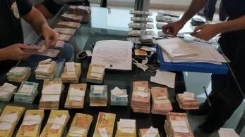 Agentes cumprem 5 mandados de busca e apreensão e 4 de prisão temporária nas cidades de São Paulo, Barueri, Mairiporã e no Rio de Janeiro