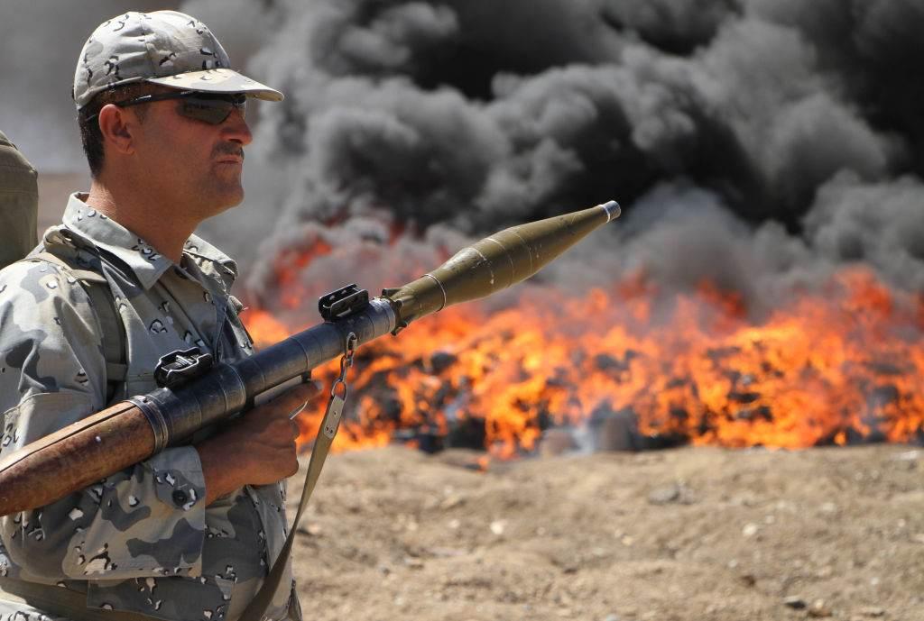 Forças policiais afegãs queimam produção de ópio, heroína e álcool, num esforço de reduzir o tráfico no país
