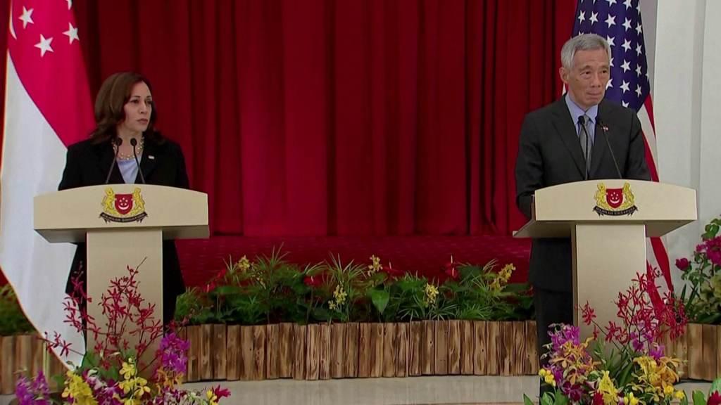 Premiê de Singapura, Lee Hsien Loong (D), disse esperar que Afeganistão não se torne epicentro do terrorismo