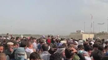 O porta-voz disse que o Talibã não aceitará uma extensão do prazo de evacuação