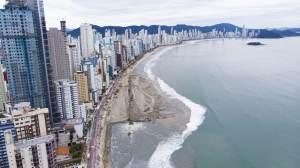 Aparecimento de tubarões em Balneário Camboriú era esperado, diz geógrafo
