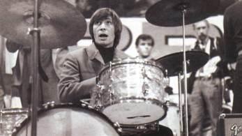 O baterista da lendária banda britânica Rolling Stones, Charlie Watts, morreu nesta terça-feira (24)