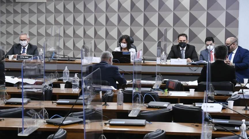 Senadores durante trabalhos na CPI da Pandemia