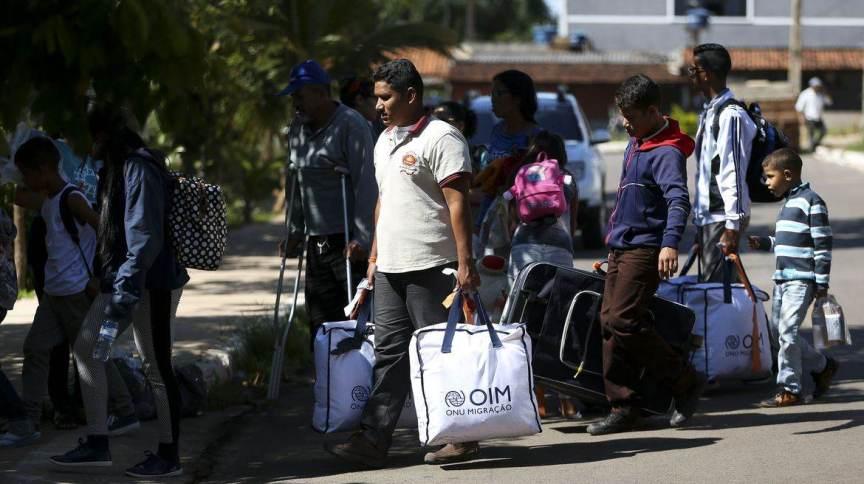 Grupo de 46 migrantes venezuelanos chegando em Brasília