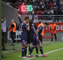 Argentino começou o jogo no banco de reserva e entrou em campo aos 19 minutos do segundo tempo, no lugar de Neymar