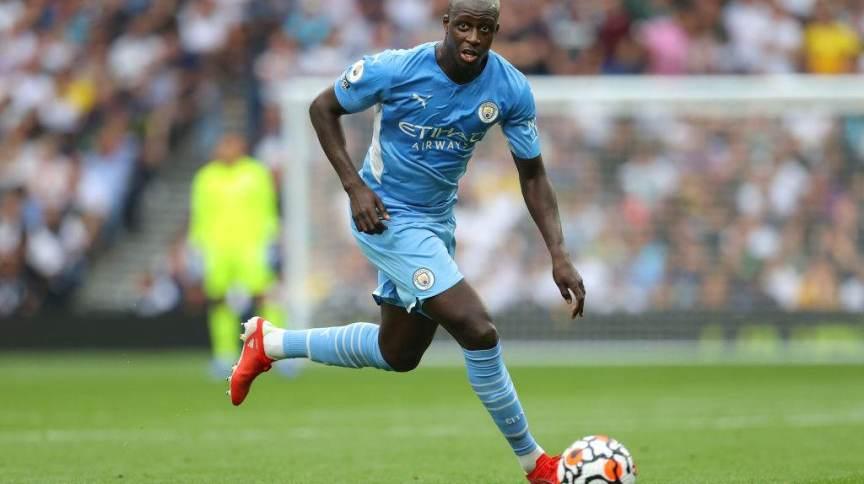 O zagueiro Benjamin Mendy foi suspenso pelo Manchester City após acusações de estupro e abuso sexual