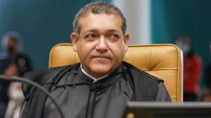 Após voto de Moraes, Nunes Marques suspende julgamento sobre controle de armas