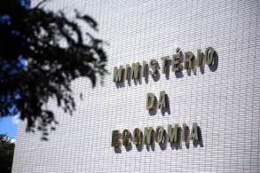 Nesta terça-feira (19), houve uma reação negativa do mercado financeiro com a indicação de que o Auxílio Brasil, novo programa social do governo, furaria o teto de gastos