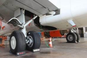 Aviões comerciais têm pneus projetados para suportar dezenas de toneladas e variações térmicas severas