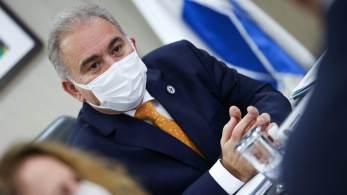 Presidente tem insistido para que a cúpula da Saúde defina o quanto antes a suspensão do uso de equipamento de proteção contra a Covid-19