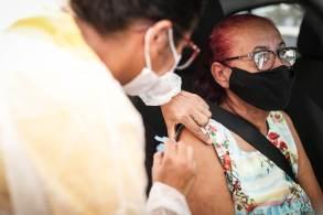Ministério da Saúde anunciou nesta quarta-feira (25) o início da vacinação de pessoas acima de 70 anos e indivíduos imunossuprimidos a partir da segunda quinzena de setembro