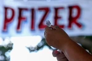 Pfizer é aplicada como 2ª dose por falta de AstraZeneca