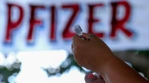 Vacina da Pfizer é aplicada como 2ª dose em SP por falta de AstraZeneca