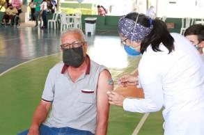 Pesquisadores destacam que a vacinação completa continua eficaz contra o desenvolvimento de quadros graves e óbitos pela Covid-19