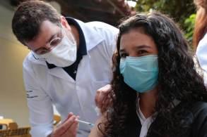 Vacinação será obrigatória para a realização de cirurgias eletivas nas redes pública e privada, além de inclusão e manutenção no Programa Cartão Família Carioca