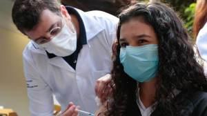 Rio atinge mais de 99% da população adulta vacinada com a primeira dose