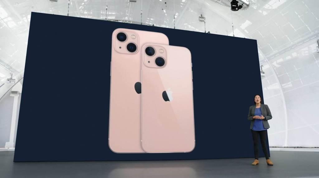 iPhone 13 ao lado do iPhone 13 Mini