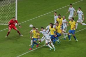 Agência regulatória vê risco sanitário em manter atletas no país e orienta quarentena para os quatro jogadores argentinos