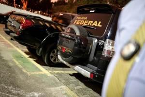 PF apreende R$ 2 milhões em operação que prendeu prefeito do Guarujá (SP)