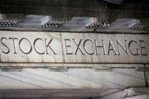 Nasdaq cai mais de 1% na abertura com alta dos rendimentos dos títulos