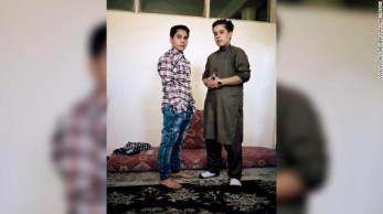 No Afeganistão, viver como um menino antes da puberdade pode garantir mais liberdade; as 'bacha posh' adotam o estilo masculino com aval das famílias, mas a tradição corre riscos com o Talibã no país