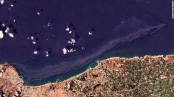 Imagens de satélite mostram que o derramamento atinge cerca de 800 quilômetros quadrados; as autoridades do Chipre e da Turquia prometeram ajuda