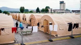 Na manhã desta quarta-feira (1º), quase 12 mil evacuados deixaram a base aérea de Ramstein, enquanto outros 14.900 ainda permanecem no local por atrasos no processo de triagem
