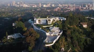 Vista aérea da 'The One', no alto de um montanha em Bel Air, Los Angeles
