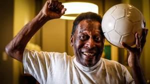 Em vídeo, Pelé canta hino do Santos no hospital; assista