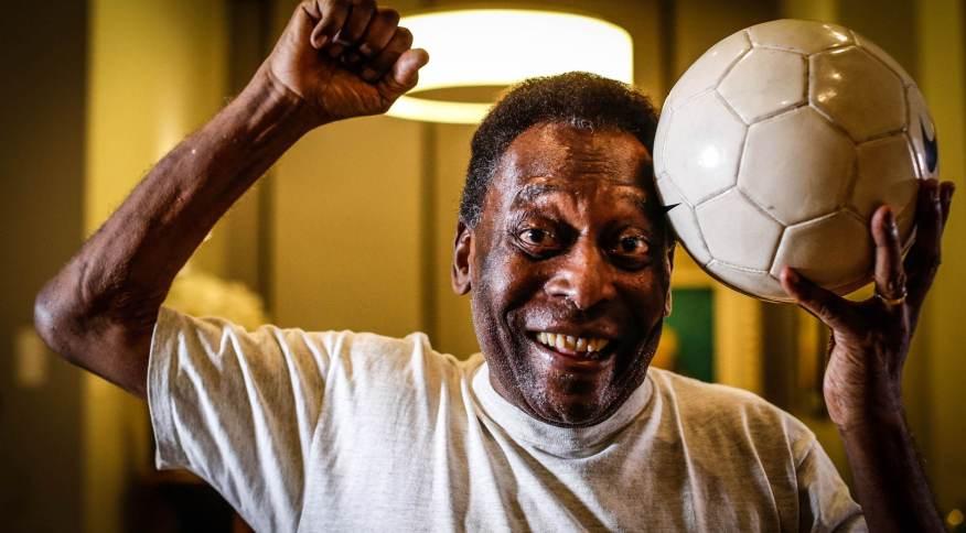 O ex-jogador de futebol Pelé cantou o hino do Santos em momento de descontração enquanto está internado no Hospital Albert Einstein