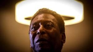 """Pelé divulga vídeo de fisioterapia e diz estar """"um pouco melhor todos os dias"""""""