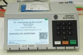 Teste de integridade faz parte do processo de auditagem do sistema eleitoral e é realizado em todas as eleições; cidades do interior do RJ escolhem novos prefeitos neste domingo (12)