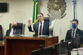 Após auditoria nas urnas eletrônicas neste domingo, no Rio de Janeiro, ministro Luís Roberto Barroso destacou que o processo eleitoral brasileiro é seguro