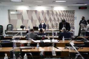 Presidente Omar Aziz diz à CNN que pode ser necessária nova sessão caso Renan Calheiros não finalize na quarta-feira a leitura do parecer final, que tem mais de mil páginas