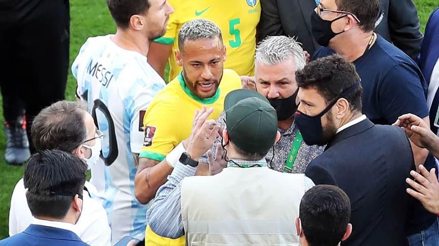 A partida entre Brasil e Argentina foi suspensa neste domingo após quatro argentinos furarem as regras de quarentena brasileira