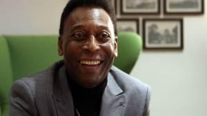 Filha divulga foto de Pelé assistindo jogo de Marta pela Seleção no hospital