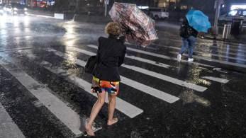 Chuvas fortes com inundação repentina causaram pelo menos 45 mortes nos Estados Unidos. São resquícios do furacão Ida, que destruiu cidades da Louisiana no começo da semana
