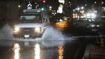 Efeitos do furacão desencadearam inundações mortais em velocidade recorde em Nova York, na Filadélfia e em outras partes do leste dos Estados Unidos