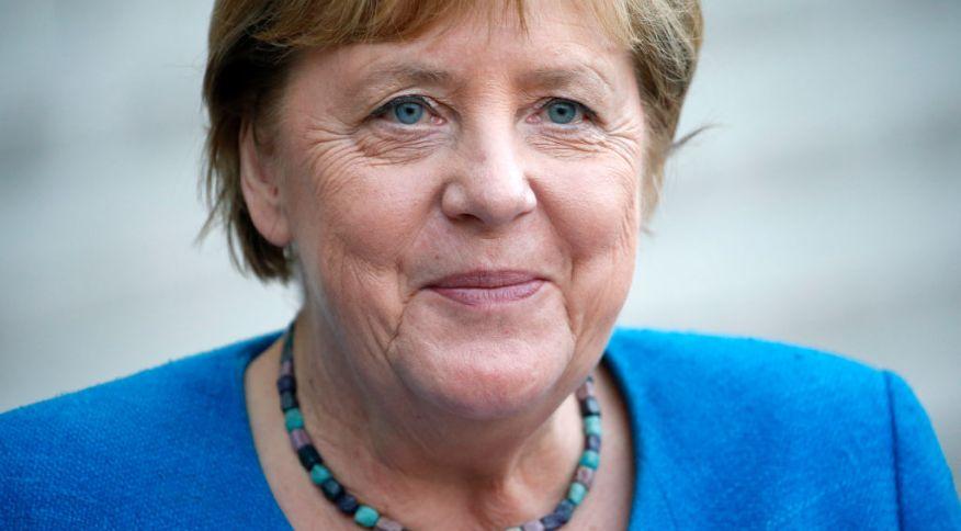 Angela Merkel em Paris, no dia 16 de setembro, em sua última viagem como chanceler à França