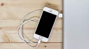União Europeia quer padronizar entrada para carregador de celular, tablet e fone