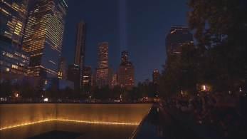 Luzes iluminam a cidade no local dos atentados 20 anos após a queda das Torres Gêmeas