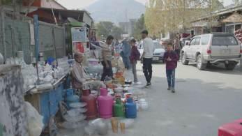 """""""Nós vamos empurrar o Afeganistão ao caos ou vamos tentar estabilizar o país?"""", disse ministro paquistanês"""
