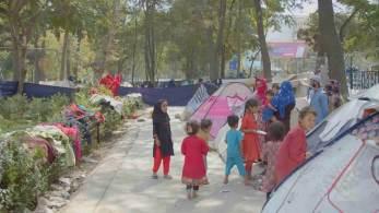 Parque no centro de Cabul se transformou em um reduto de refugiados