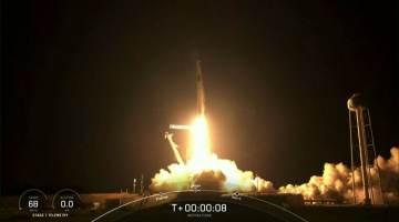 SpaceX faz viagem espacial só com civis
