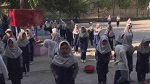 Escolas secundárias reabrem no Afeganistão apenas para meninos