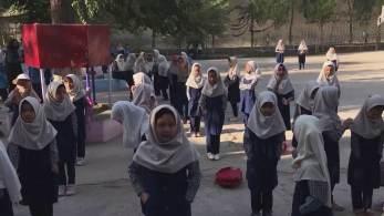 A reabertura do ensino no país não incluiu as alunas do ensino médio